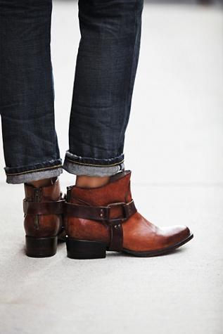 FREEBIRD By Steven Womens Quartz Ankle Boot
