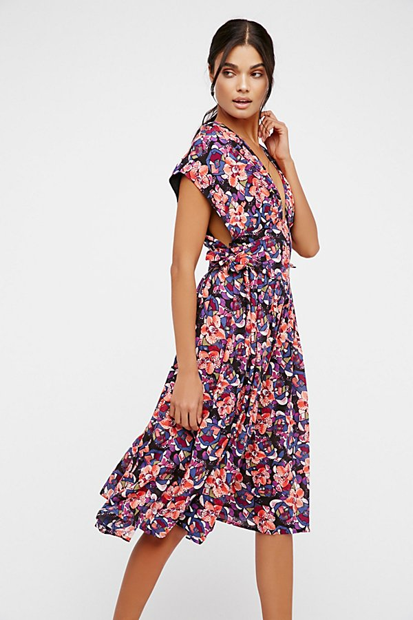 Slide View 2: Fitting In Floral Midi Dress