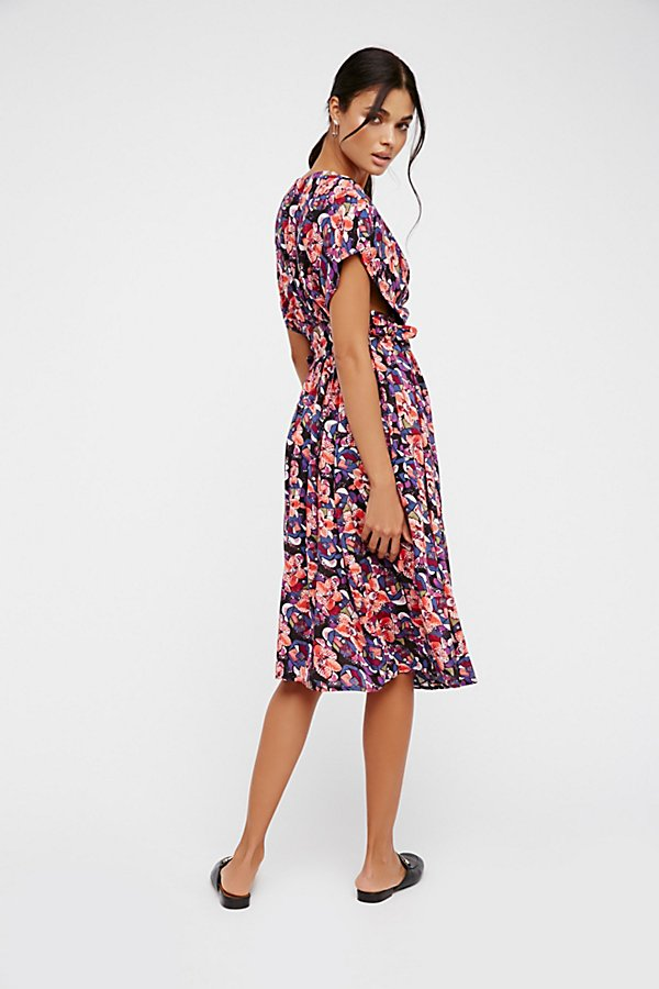 Slide View 3: Fitting In Floral Midi Dress