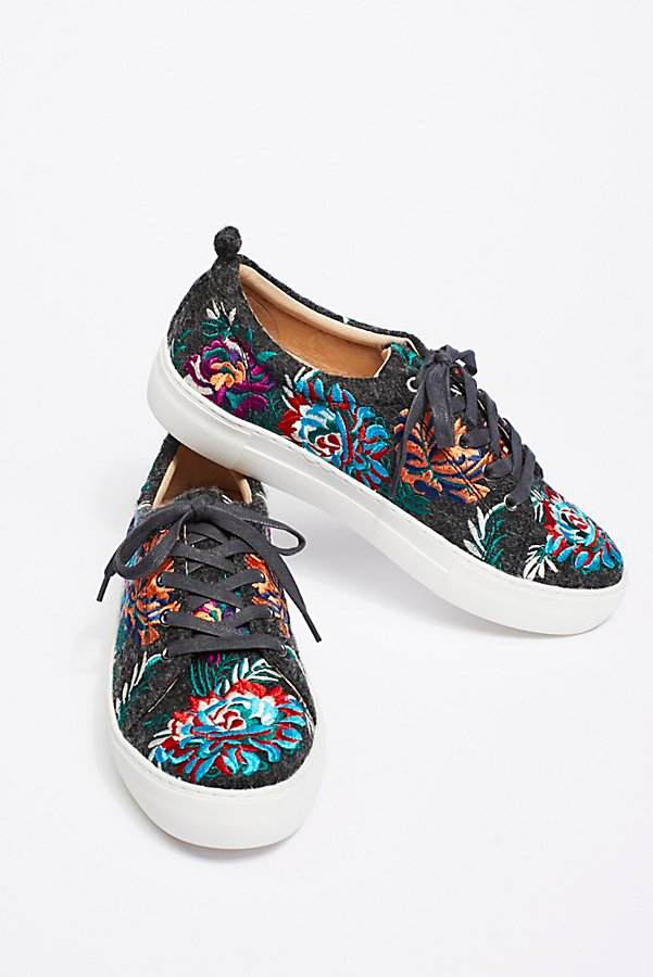 Slide View 1: Chrysanthemum Sneaker