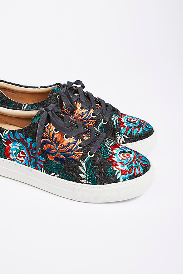 Slide View 2: Chrysanthemum Sneaker