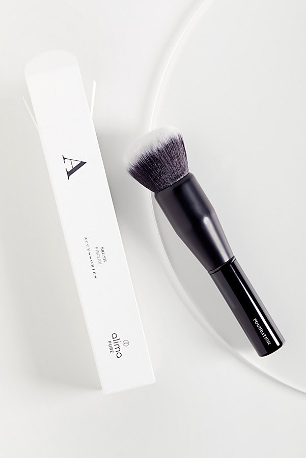 Slide View 1: Foundation Brush