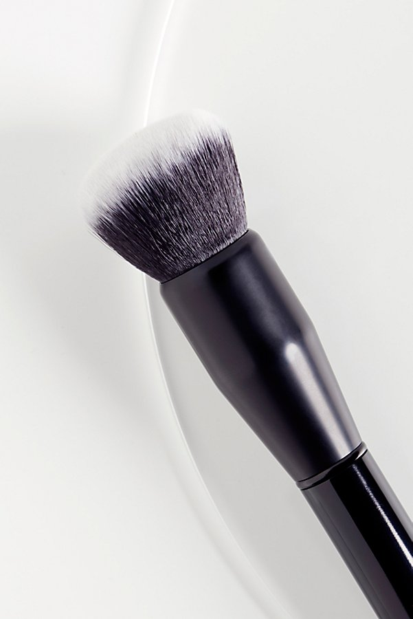 Slide View 2: Foundation Brush
