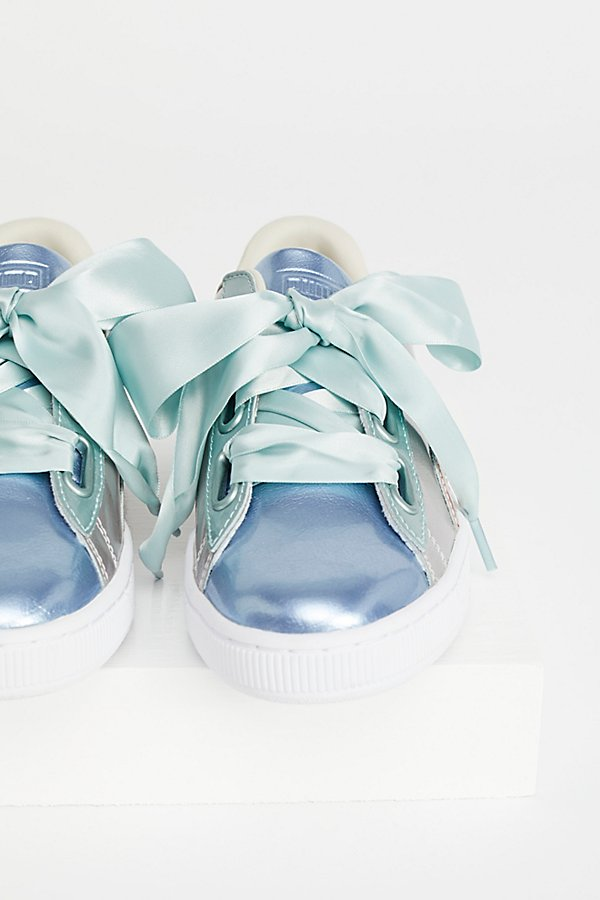 Slide View 1: Basket Heart Bauble Sneaker