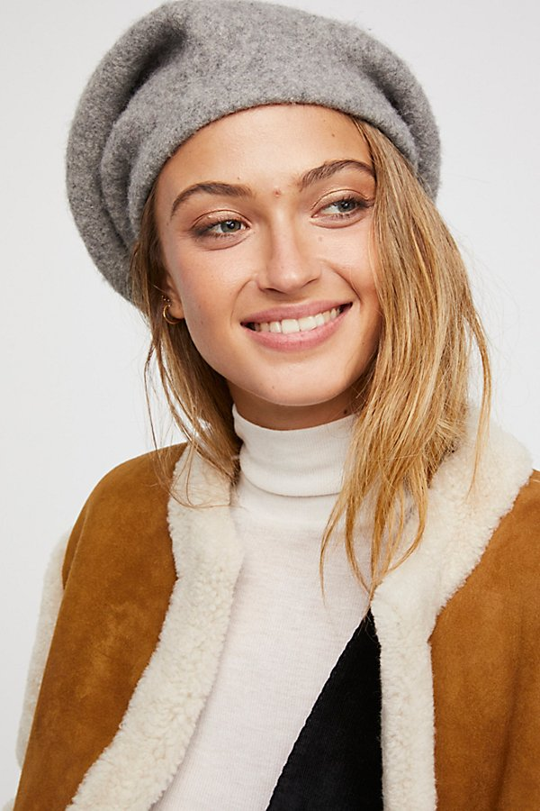 Slide View 3: Bisous Slouchy Beret