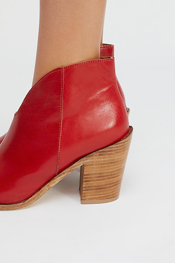 Slide View 2: Everyday Heel Boot