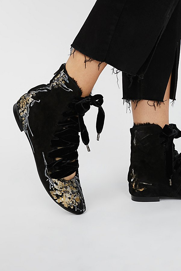 Slide View 1: Moon Flowers Flat Boot