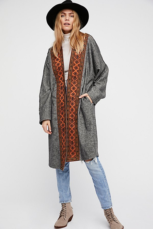 Slide View 3: Nomad Embroidered Duster