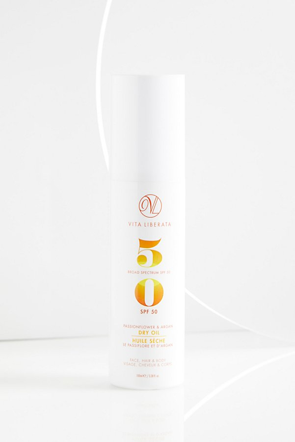Slide View 3: Passionfruit and Argan Dry Oil SPF 50