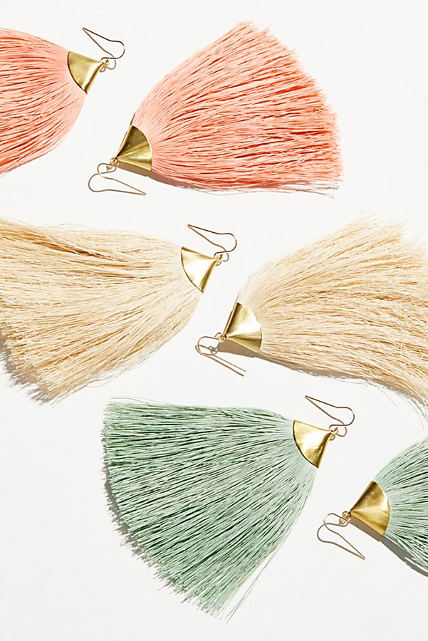 Slide View 1: Dusting Tassel Earrings