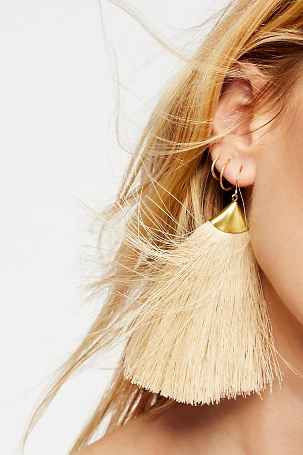 Slide View 3: Dusting Tassel Earrings