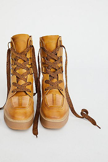 Bristen Mountain Boot