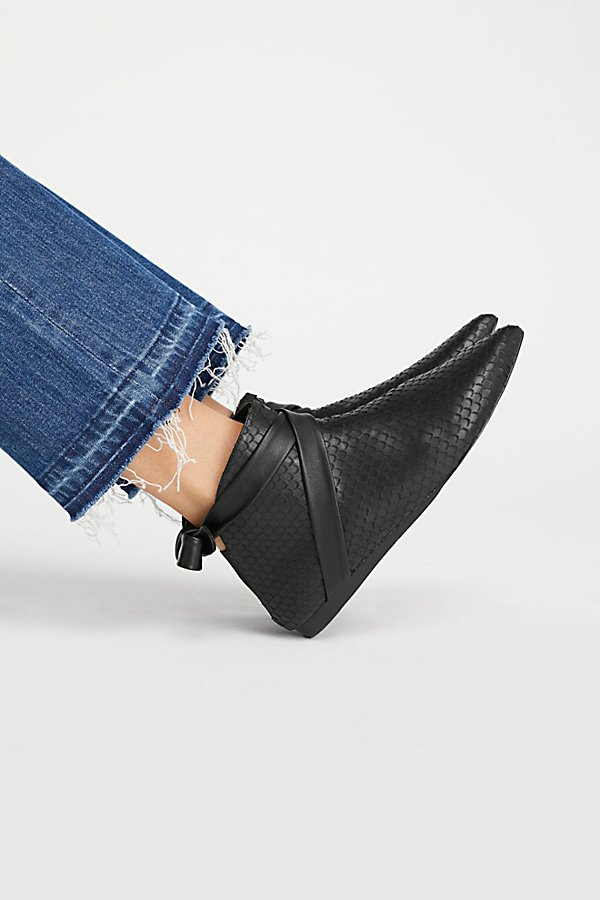 Slide View 1: Derby Ankle Boot