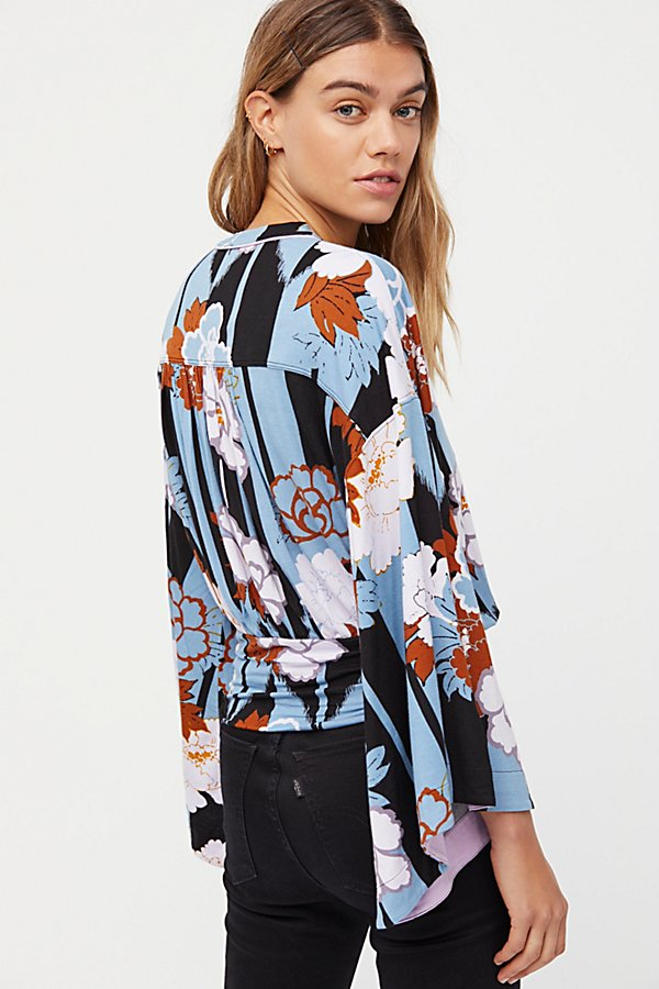 Slide View 2: That's A Wrap Printed Top