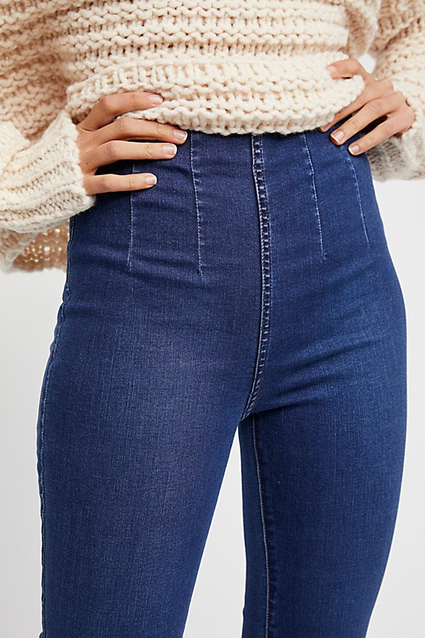 Slide View 3: Ultra-High Pull-On Crop Jeans