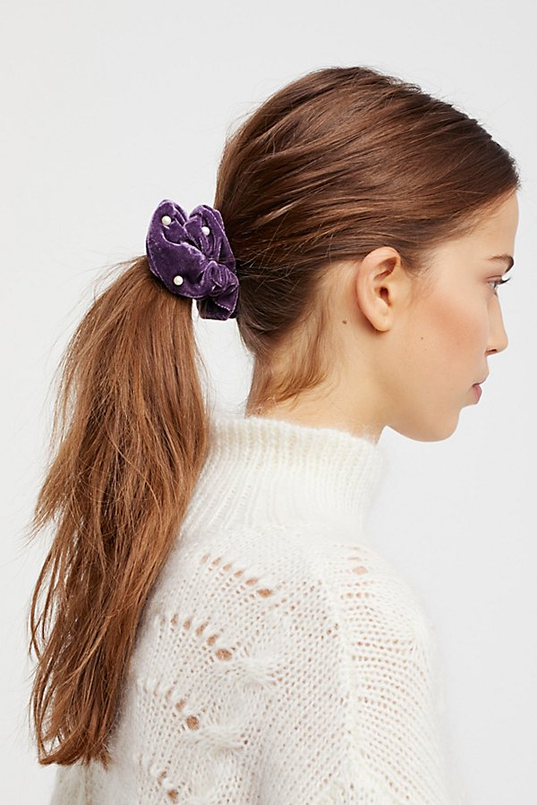 Slide View 1: Pearl Velvet Scrunchie