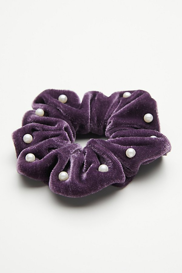 Slide View 2: Pearl Velvet Scrunchie