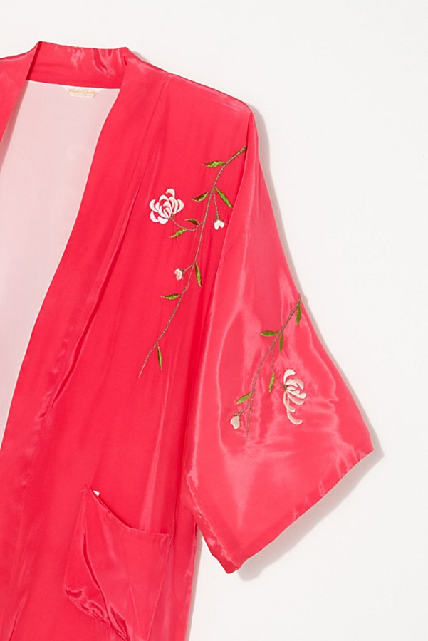 Slide View 2: Vintage 1960s Embroidered Silk Kimono