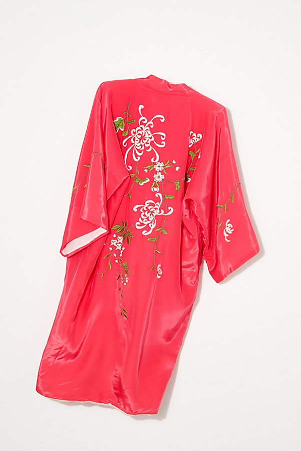 Slide View 3: Vintage 1960s Embroidered Silk Kimono