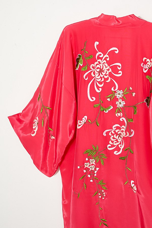 Slide View 4: Vintage 1960s Embroidered Silk Kimono
