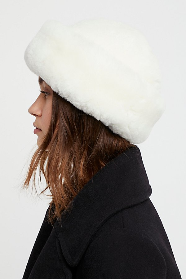 Slide View 3: Snowball Shearling Hat